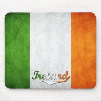 Bandera del Grunge de Irlanda Tapetes De Ratones