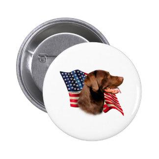 Bandera del labrador retriever (chocolate) pin redondo de 2 pulgadas