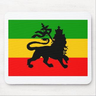 Bandera del león alfombrillas de ratón