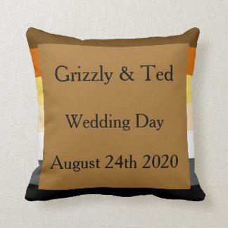 Bandera del orgullo del oso con el regalo de boda cojín decorativo