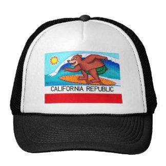 Bandera del oso de California que practica surf Gorras