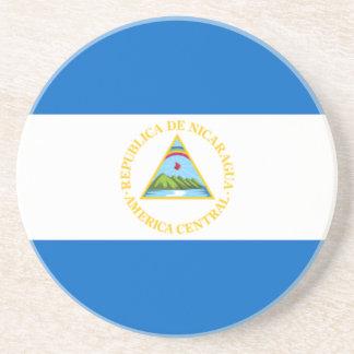 Bandera del práctico de costa de la arena de Nicar Posavaso Para Bebida
