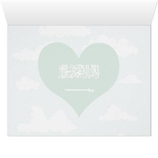 Bandera del saudí en un fondo nublado