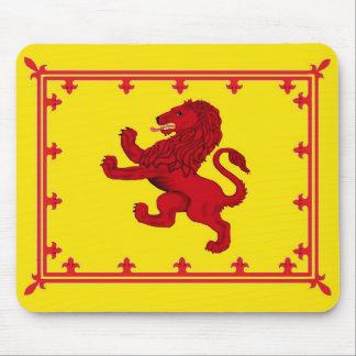 Bandera desenfrenada del león alfombrillas de ratones