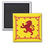 Bandera desenfrenada del león imanes para frigoríficos