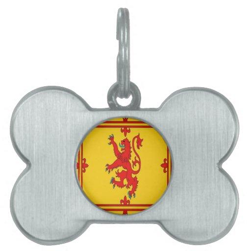 Bandera desenfrenada del león rojo de Escocia Placas Mascota