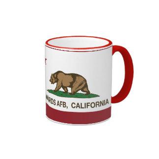 Bandera Edwards AFB de la república de California Taza De Dos Colores