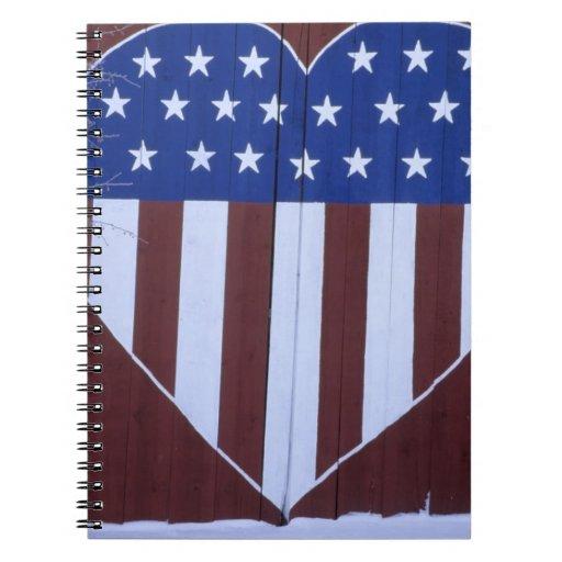 Bandera en la forma del corazón pintada en granero libro de apuntes