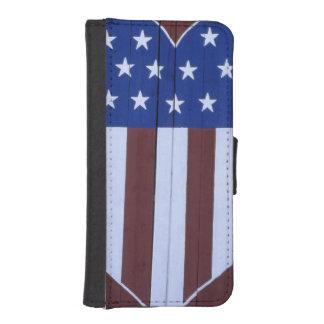 Bandera en la forma del corazón pintada en granero carteras para teléfono