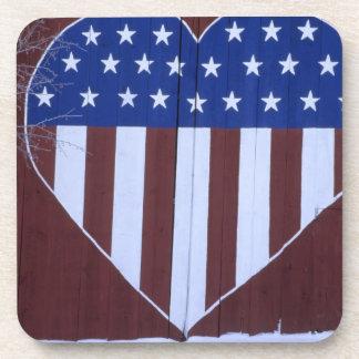 Bandera en la forma del corazón pintada en granero posavaso