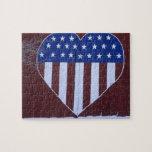 Bandera en la forma del corazón pintada en granero rompecabeza