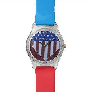 Bandera en la forma del corazón pintada en granero relojes de pulsera
