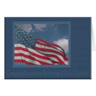 Bandera en las nubes/la enhorabuena en hacer un U Tarjeton