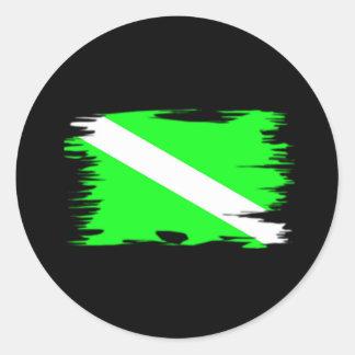 Bandera enrrollada de la zambullida del color pegatina redonda
