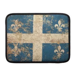 Bandera envejecida áspera de Quebec del vintage Fundas Para Macbook Air