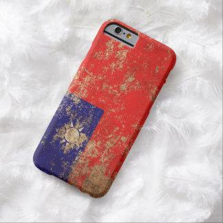 Bandera envejecida áspera del taiwanés del vintage funda para iPhone 6 barely there