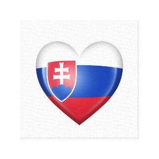 Bandera eslovaca del corazón en blanco lienzo envuelto para galerias