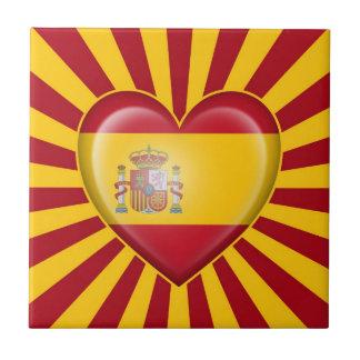 Bandera española del corazón con la explosión de l teja