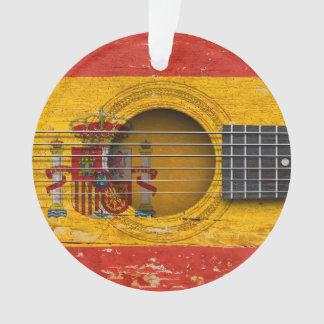 Bandera española en la guitarra acústica vieja