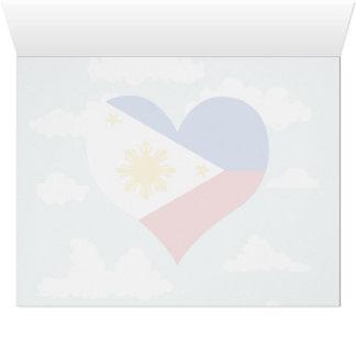 Bandera filipina en un fondo nublado