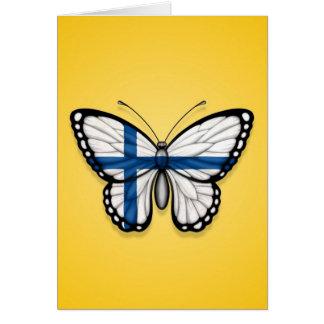 Bandera finlandesa de la mariposa en amarillo tarjeta de felicitación