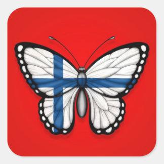 Bandera finlandesa de la mariposa en rojo pegatina cuadrada