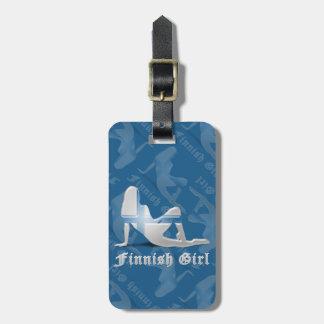 Bandera finlandesa de la silueta del chica etiqueta para equipaje