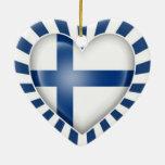 Bandera finlandesa del corazón con la explosión de ornamente de reyes