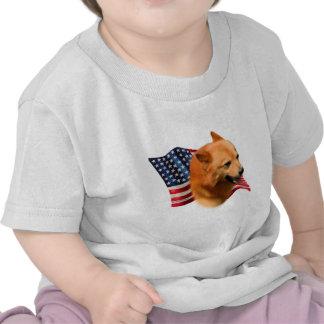 Bandera finlandesa del perro de Pomerania Camisetas