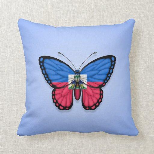 Bandera haitiana de la mariposa en azul cojin
