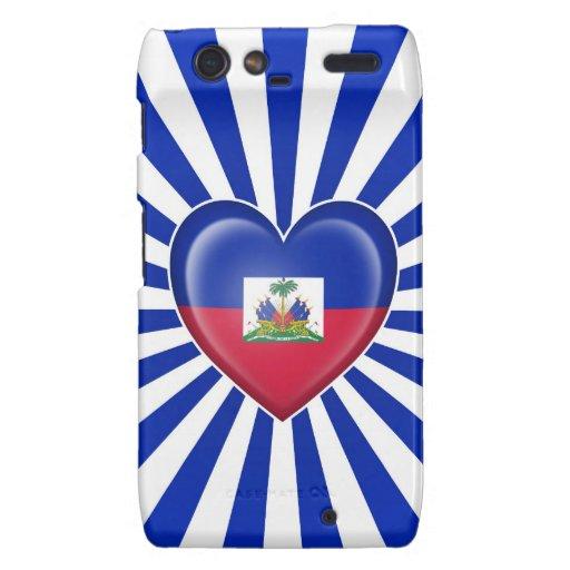 Bandera haitiana del corazón con los rayos de Sun Droid RAZR Fundas