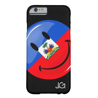 Bandera haitiana sonriente redonda brillante funda de iPhone 6 barely there