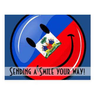 Bandera haitiana sonriente redonda brillante postales