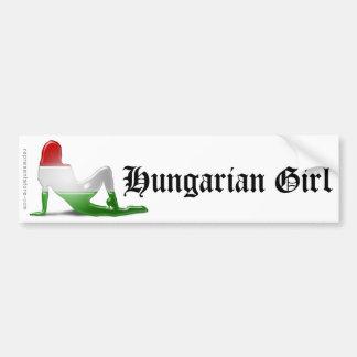 Bandera húngara de la silueta del chica pegatina para auto