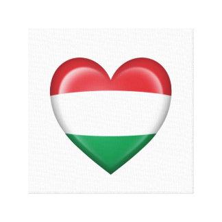 Bandera húngara del corazón en blanco lona envuelta para galerías