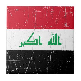 Bandera iraquí rascada y rasguñada tejas