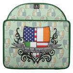 Bandera Irlandés-Americana del escudo Fundas Para Macbook Pro