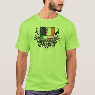 Bandera Irlandés-Americana del escudo Playera