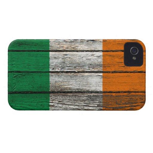 Bandera irlandesa con efecto de madera áspero del  iPhone 4 Case-Mate funda