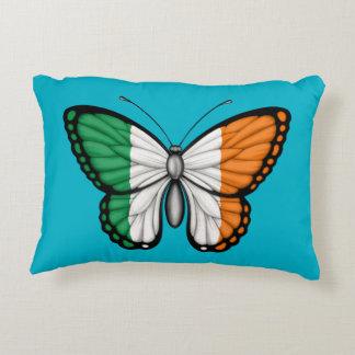 Bandera irlandesa de la mariposa cojín decorativo