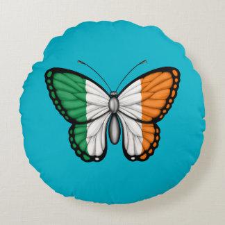 Bandera irlandesa de la mariposa en verde cojín redondo