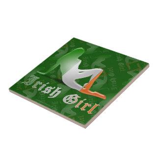 Bandera irlandesa de la silueta del chica tejas  cerámicas