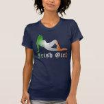 Bandera irlandesa de la silueta del chica camiseta