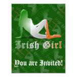 Bandera irlandesa de la silueta del chica invitación 10,8 x 13,9 cm