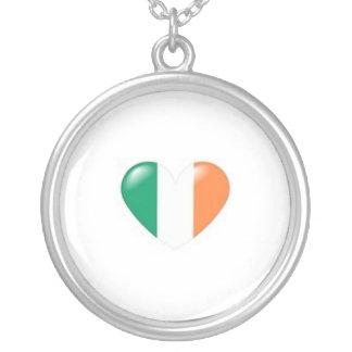 Bandera irlandesa del corazón colgante personalizado