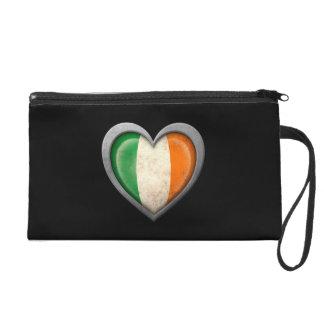 Bandera irlandesa del corazón con efecto del metal