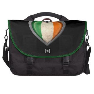 Bandera irlandesa del corazón con efecto del metal bolsas de portatil