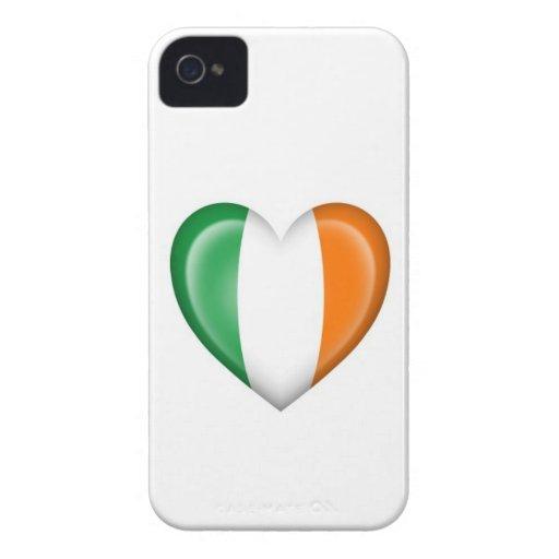 Bandera irlandesa del corazón en blanco iPhone 4 Case-Mate coberturas