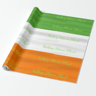Bandera irlandesa Irlanda de Nollaig Shona Dhuit Papel De Regalo