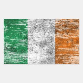 Bandera irlandesa rascada y llevada rectangular pegatina